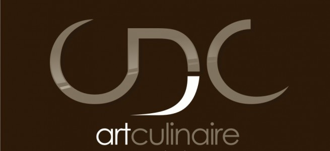 Logo quadri sur fond brun